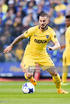 Dario Benedetto of Boca Juniors drives the ball during a match between Boca Juniors and Godoy Cruz as part of Superliga 2017/18 at Alberto J. Armando Stadium on September 17, 2017 in Buenos Aires, Argentina.