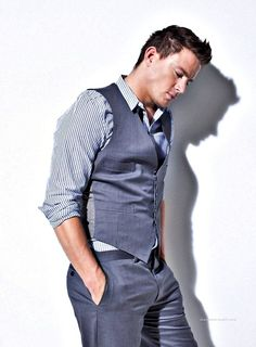 Channing Tatum, a beautiful mix of native american, irish and french :) Channing Tatum, Beautiful Men, Beautiful People, Pretty People, Charlie Carver, Suit And Tie, Celebrity Photos, Gq, Sexy Men