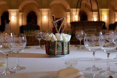 Allestimento tavoli gold and white
