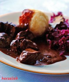 Classic goulash recipe with dark sauce - simple home cooking! - Goulash with dark sauce – the perfect dish for a festive occasion. I usually cook it without a pr - Goulash Recipes, Meat Recipes, Slow Cooker Recipes, Cooking Recipes, Classic Goulash Recipe, Yummy Food, Good Food, Food For A Crowd, Food Inspiration