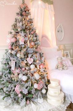 Christmas 2018 Pretty in Pink : If you are still unsure about your Christmas tree theme, and want to capture a little bit of that magic inside your home, take a look of these romantic and elegant pink Christmas trees. Elegant Christmas Trees, Pink Christmas Decorations, Shabby Chic Christmas, Christmas Room, Christmas Tree Themes, Gold Christmas, Christmas Holidays, Purple Christmas Tree, Party