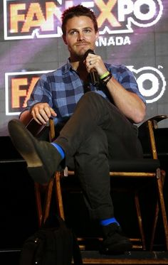 Stephen Amell at the 2014 FanExpo in Toronto, Canada.