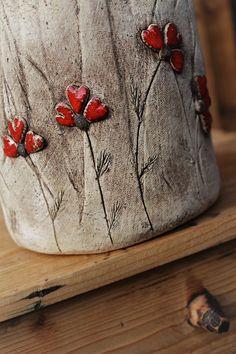 Vařečkovník+s+vlčími+máky+III.+Kytička+vlčí+mák+je+nejkrásnější,+když+v+létě+lemuje+nazlátlá+pole....moc+ráda+jsem+znovu takzvaný+červánek, vyrobila+na+pár+kousků+keramiky+:-)+Vařečkovník+jsem vyrobila+z+šamotové+hlíny+a+nazdobila červenou+glazurou+v+barvě+vlčích+máků,+která+je+po+vypálení+nádherně+výrazná.+Můžete+použít+i+jako+květník+(uvnitř... Pottery Vase, Sculptures, Statue, Vintage, Ideas, Craft, Cement, Porcelain Ceramics, Ceramics