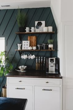 coffee bar ideas A modern DIY Coffee station for the home! Love the decor and styling of this contemporary coffee station! You can put it over any countertop in the kitchen! Coffee Station Kitchen, Coffee Bars In Kitchen, Coffee Bar Home, Home Coffee Stations, Coffee Coffee, Starbucks Coffee, Coffee Break, Coffee Kitchen Decor, Coffee Bar Built In