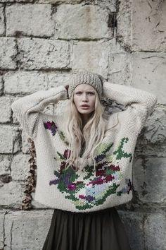 Collection Automne Hiver 2015/2016 • Pull brodé à la main et bonnet en lurex #mesdemoiselles #knit #embroidery #sweater #hat #lurex
