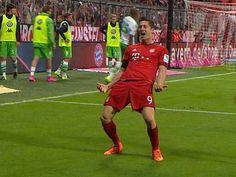 Robert Lewandowski strzela 5 goli w meczu Bayern - Wolfsburg