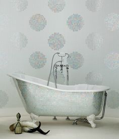 POIS BIANCHI MOSAIC - Designer Glass mosaics from Bisazza ✓ all information ✓ high-resolution images ✓ CADs ✓ catalogues ✓ contact information. Mirror Mosaic, Mosaic Glass, Mosaic Tiles, Tub Cover, Mosaic Furniture, Melbourne, Sydney, Interior And Exterior, Interior Design