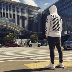 """1,442 Me gusta, 17 comentarios - Best street outfit (@beststreetoutfit) en Instagram: """"Best street outfit by: @xx_ghostface_xx ----------------------- Hoodie: @off____white Jeans: @zara…"""""""