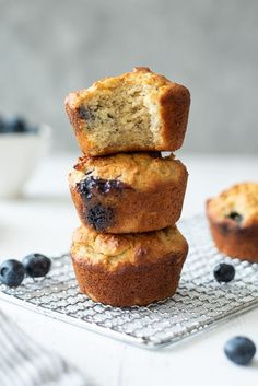 Almond Flour Blueberry Banana Muffins are easy almond flour muffins that come together in just one bowl, and they're dairy-free, gluten-free and paleo! Banana Bread Low Carb, Banana Bread Almond Flour, Oat Flour Muffins, Baking With Almond Flour, Almond Flour Recipes, Gluten Free Blueberry Muffins, Blueberry Oatmeal Muffins, Blueberry Banana Bread, Paleo Banana Muffins