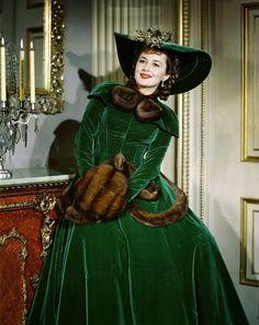 Olivia Havilland in green Vintage Hollywood, Hollywood Glamour, Hollywood Stars, Hollywood Actresses, Classic Hollywood, Vintage Glamour, Vintage Beauty, Olivia Havilland, Olivia De Havilland Movies