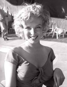 Estilo Marilyn Monroe, Marilyn Monroe Death, Marilyn Monroe Artwork, Marilyn Monroe Portrait, Classic Actresses, Beautiful Actresses, Hollywood Glamour, Old Hollywood, Classic Hollywood