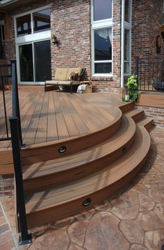 Patio with curved stairs. This is Fiberon composite decking. It's low maintenance, eco-friendly and beautiful. Why use wood when composites are so much better! Back Garden Design, Patio Design, Curved Patio, Patio Steps, Outdoor Stairs, Wooden Decks, Wooden Stairs, Wood Staircase, Patio Canopy