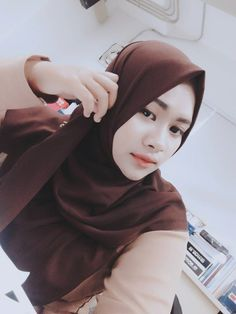 hijaber fashion #galerihijaber Muslim Fashion, Hijab Fashion, Beautiful Muslim Women, Hijab Tutorial, Hijab Outfit, Beauty, Style, Swag, Hijabs