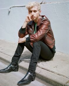 Troye Sivan photographed for the Noisey Music Troye Sivan Songs, Tyler Oakley, Charlie Puth, Boy Pictures, Almost Famous, Tumblr Boys, Music Is Life, Beautiful Boys, Teen Fashion