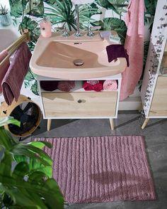 Unsere neuen Badteppiche von der Marke Tom Tailor sind Öko-Tex zertifiziert. 💚Dieses Zertifikat steht für Verwendung von schadstoff geprüften Textilien, die humanökologisch unbedenklich sind. Darüberhinaus wird in der Produktion auf umweltfreu Toms, Tom Tailor, Vanity Bench, Furniture, Instagram, Home Decor, Certificate, Textiles, Bathing