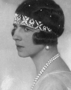 Queen Helen of Romania wearing a Diamond Bandeau Tiara, Style Royal Tiaras, Royal Jewels, Tiaras And Crowns, Crown Jewels, Romanian Royal Family, Greek Royal Family, British Royal Families, Greek Royalty, Grand Duchess Olga