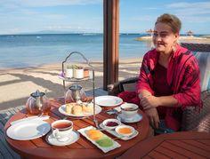 Luxury Adventure: Cum să călătorești mai mult și să fii plătit să ve. Tea Time, Table Settings, Luxury, Mai, Friends, Adventure, Home Decor, Beach, Amigos