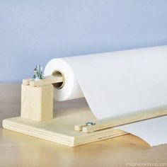 Table-top Paper holder with Cutter Make your kitchen table an art studio, roll out the creativity and let your child … Learn Woodworking, Woodworking Furniture, Woodworking Plans, Woodworking Projects, Art Studio At Home, Home Art, Diy Home Crafts, Crafts For Kids, Paper Roll Holders