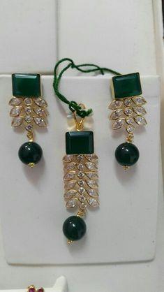 Emerald Jewelry, Pearl Jewelry, Gold Jewelry, India Jewelry, Pendant Set, Jewelry Patterns, Wedding Jewelry, Antique Jewelry, Jewelry Collection