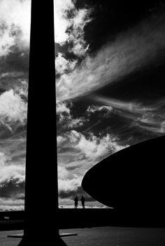 Oscar Niemeyer pelas lentes de  Haruo Mikami,QG do Exército. Image © Haruo Mikami