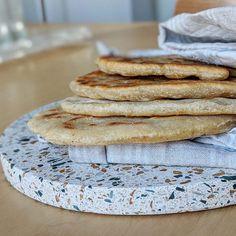Tuto : le plus simple des pains à faire à la maison Pains, Galette, Simple, Food, No Yeast Bread, Olive Oil, Water, Eat, Recipes