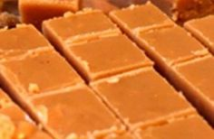 40 jaar oue fudge resep, die is 'n wenner…., 40 jaar oue fudge resep, die is 'n wenner…. 250 ml vars melk. 25 ml goue stroop. Fudge Recipes, Candy Recipes, Sweet Recipes, Baking Recipes, Cookie Recipes, Dessert Recipes, Pudding Recipes, Tuna Recipes, Baking Ideas