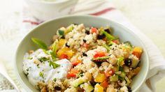 Auch perfekt fürs Picknick: Gemüsecouscous mit Minze und Dip | http://eatsmarter.de/rezepte/gemuesecouscous-mit-minze-und-dip