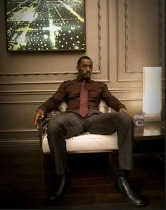 "Idris Elba. Very sexy. A mans man ! and this pic gives new meaning to Beyonce's song ""To the Left, to the left""  !!!"