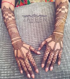 This kind of finger mehndi design is simple, with a perfect proportion of lines, designs and dots that make it appear soothing to the eyes. The lines are in perfect tandem with the joining dots in between. Palm Mehndi Design, Back Hand Mehndi Designs, Full Hand Mehndi, Mehndi Design Pictures, Wedding Mehndi Designs, Mehndi Designs For Fingers, Unique Mehndi Designs, Beautiful Mehndi Design, Arabic Mehndi Designs