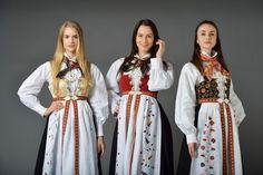 FINN – Aust Agder Åmli damebunad, Ny skreddersøm til dine mål Girl Doll Clothes, Girl Dolls, Folk Costume, Costumes, Norway, American Girl, Sari, Inspiration, Beauty
