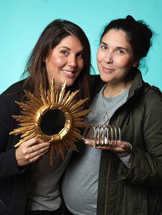 Systrarna Petra och Katia Seiler var på Antikdagen och fyndade. Katia köpte en en spegel för 270 kr och Petra en toast-hållare för 85 kr.