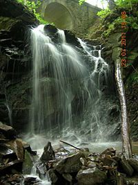 Munții Tarcău - Wikipedia Romania, Drum, Waterfall, Country, Outdoor, Outdoors, Rural Area, Waterfalls, Country Music