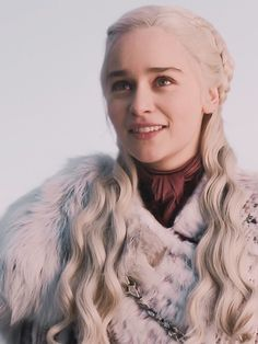 image Emilia Clarke Daenerys Targaryen, Game Of Throne Daenerys, Queen Of Dragons, Mother Of Dragons, Arte Game Of Thrones, Arrow Tv Shows, The Borgias, Scott Pilgrim, Walter White