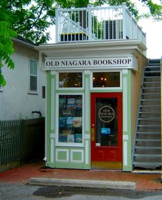 Old Niagara Bookshop - Niagara-on-the-Lake, Ontario - how have I never seen this? Quotes Literature, I Love Books, Books To Read, Beautiful Library, Displays, Shop Fronts, Shop Around, Book Nooks, Reading Nooks