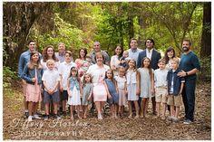 Kingwood Family Portraits- R extended family photos - Tiffany Harston Photography Extended Family Pictures, Large Family Poses, Family Picture Poses, Family Photo Outfits, Family Photo Sessions, Family Posing, Mini Sessions, Picture Ideas, Photo Ideas
