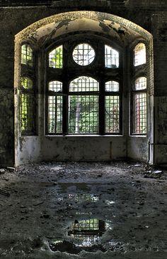 Abandoned Beelitz-Heilstatten Hospital in Brandenburg, Germany.  Photo by kiebitz.