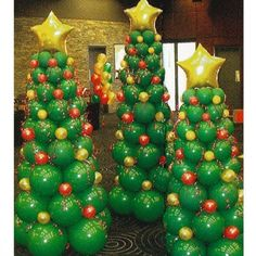 Balloon Christmas Trees! Creative ideas for Christmas Balloon Art! Fun DIY Holiday Decorations that turn your home or party into a festive winter wonderland.