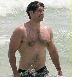 New Pic!! Henry Cavill em Miami Beach na Flórida, no sábado dia 27 de Agosto!! #Superman #AlwaysHenryCavillBrasil (By Just Jared)
