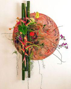 Schools Around The World, Round Design, Flower Show, Ikebana, Floral Design, Art Floral, Flower Designs, Floral Arrangements, Table Decorations