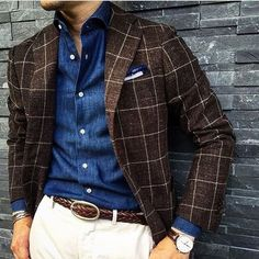 Make a dark brown check wool blazer and white chinos your outfit choice to pull together a proper and polished look. Mens Fashion Suits, Mens Suits, Fashion Menswear, Stylish Men, Men Casual, Smart Casual, Mode Man, Style Outfits, Herren Outfit