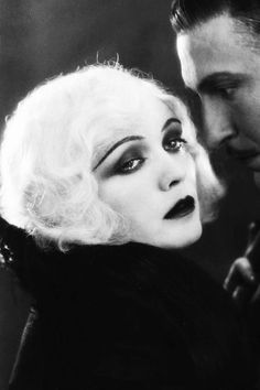 This obscure desire for beauty Pola Negri in: Three Sinners (Dir. Vamp Makeup, 1920s Makeup, Vintage Makeup, Vintage Beauty, Makeup Inspo, Makeup Inspiration, Flapper Makeup, Movie Makeup, Old Hollywood