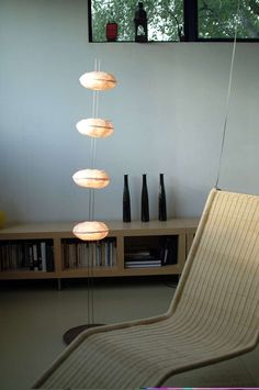 Lampadaire en cocons de papier japonais - Céline Wright - Réf. 09110472