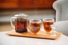 Our modern tea-iere set makes sharing and making tea a pleasure.