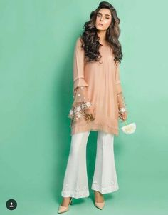 17 Ideas Knitting Dress Outfit Classy For 2019 Simple Pakistani Dresses, Pakistani Dress Design, Pakistani Outfits, Indian Dresses, Indian Outfits, Dress Outfits, Casual Dresses, Fashion Dresses, Ethnic Fashion