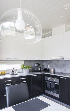 Sievitalo keittiö Kitchen Island, Kitchen Cabinets, Sweet Home, Kitchen Inspiration, Decor Ideas, Home Decor, Design, Island Kitchen, Decoration Home