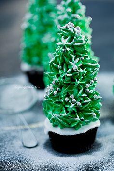 Christmas Tree Cupcakes Recipe and Tutorial
