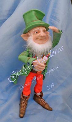 duende modelado en porcelana fría , pintado a mano Doll Crafts, Fun Crafts, Irish Leprechaun, Elf Doll, Elves And Fairies, Holly Hobbie, Forest Friends, Fairy Art, Fairy Dolls