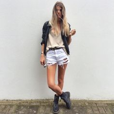 Street Style: the 1460 boot. Shared by beccievierose Street Style: the 1460 boot. Shared by beccievierose Short Outfits, Chic Outfits, Pretty Outfits, Summer Outfits, Fashion Outfits, Women's Fashion, Dr. Martens, Black Converse Style, Dr Martens Outfit