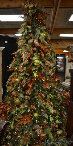 Bronze leaf themed Christmas tree #Christmas tree #bronze decorations