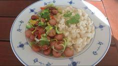 (For fam på Tid: ca 15 min) 1 pakke pølser etter eget valg 10 cm purre grønn paprika . Pasta Salad, Risotto, Potato Salad, Food And Drink, Health, Ethnic Recipes, How To Make, Life, Recipes